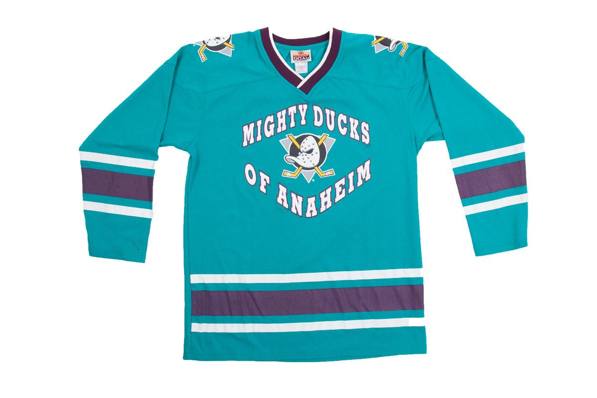pretty nice 431e8 fdabf Vintage Anaheim Mighty Ducks jersey, M